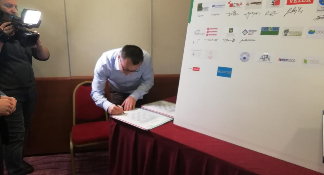 Signing the Charter in co-operation to decarbonise buildings by 2050